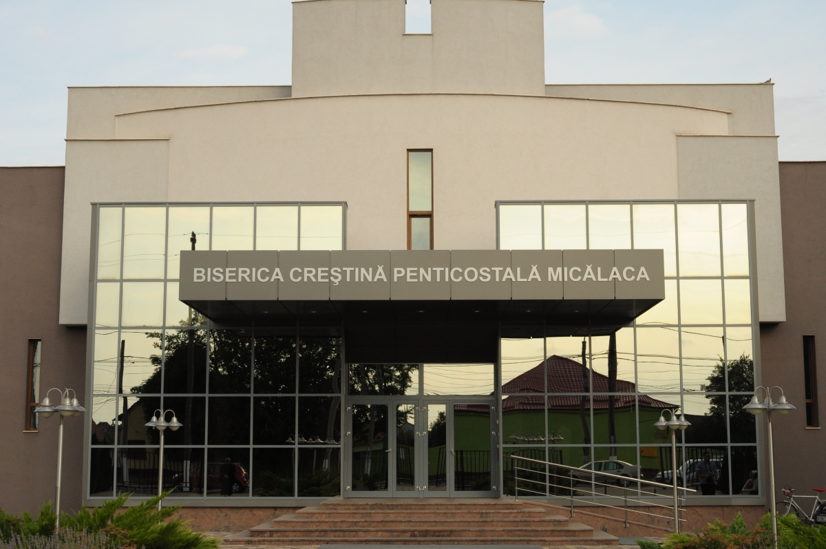 """Botez în apă la biserica penticostală """"Micălaca"""" Arad"""