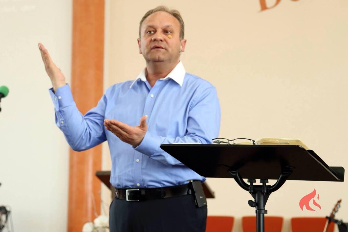 Gabi Izsak la trei Biserici Creștine Române din Australia